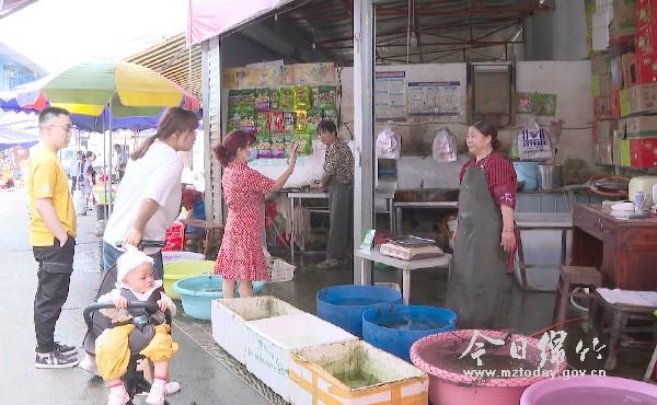 四川绵竹:鲜鱼涨价,大众称贵